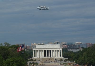 747 and Discovery over the Lincoln Memorial