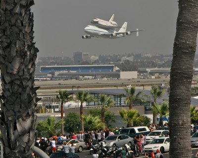 Endeavour arriving in LA
